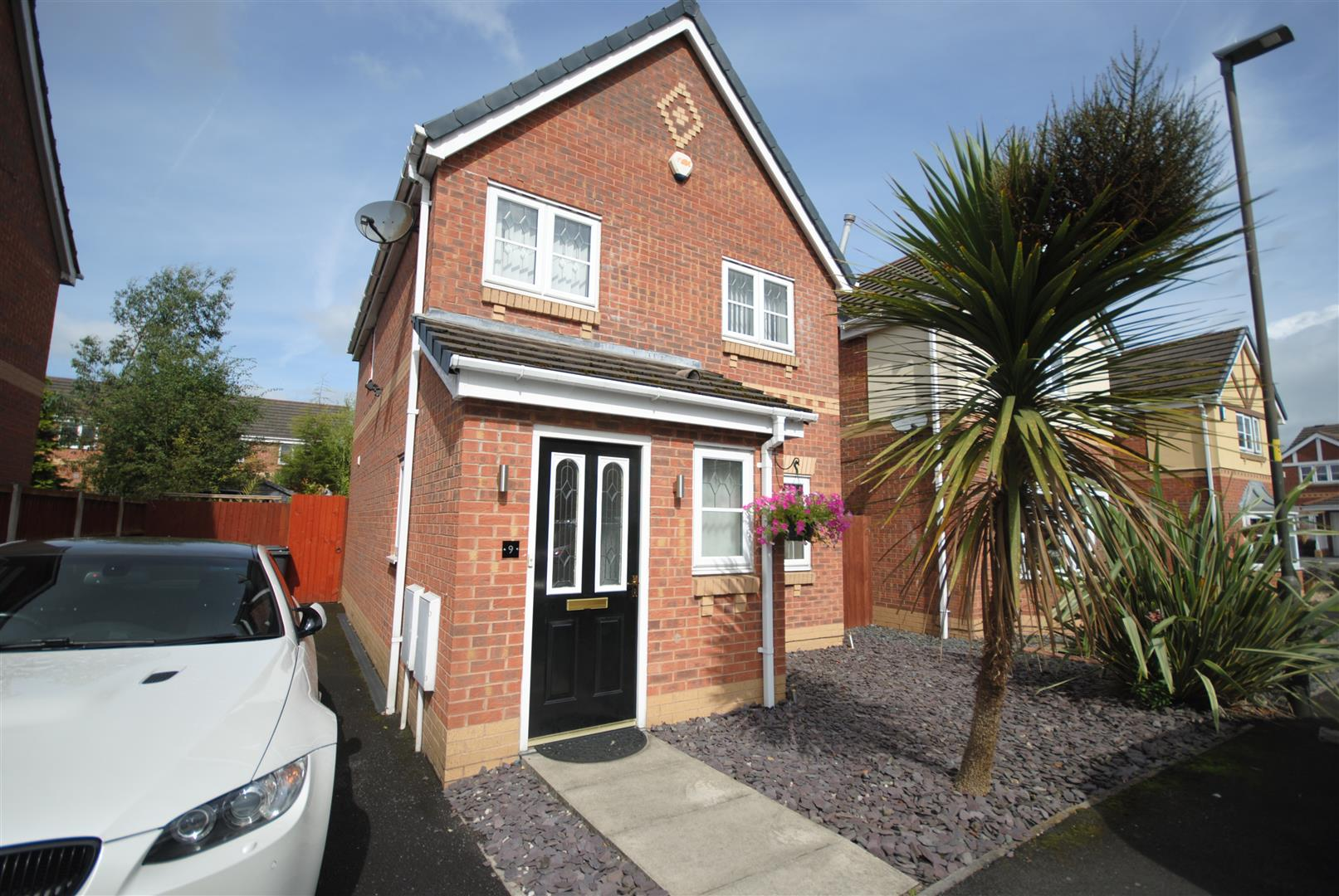 3 Bedrooms Detached House for sale in Carville Grove, Hindley Green, Wigan